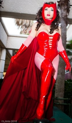 Scarlet-Witch-Cosplay01.jpg