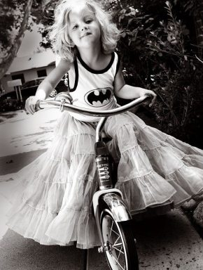 girl-batman-black-and-white.jpg