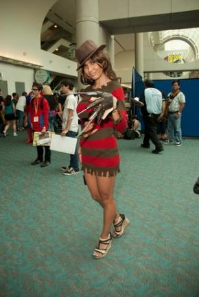 sexy-freddy-krugger-cosplay.jpg