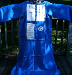TARDIS-snuggie.jpg