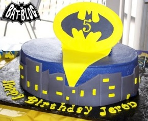 d0ec7-gotham-city-bat-signal-batman-birthday-cake