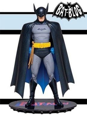 67987-dc-chronicles-batman-statue